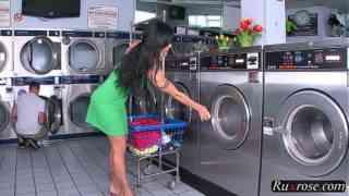 เหตุเกิด ที่ร้านซักผ้าหยอดเหรียน หนังโป๊ฝรั่งเย็ดกันอย่างมันส์ หนุ่มหล่อสาวสวยxxx