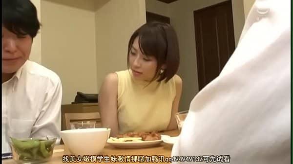 หนังโป๊ญี่ปุ่นxxx นั่งกินข้าวเห็นควยหนุ่มวัยทีนอดใจไม่ไหว ชวนเย็ดเจอท่ายากๆเข้าไปเสียวสุดๆ