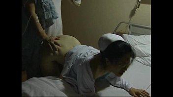 ดูหนังเอ็กxxxเย็ดพยาบาลคาห้องพิเศษจับเย็ดหีข้างหลังตอนเผลอ